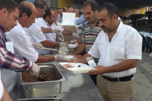 Bakırköy Cumartesi Pazarında iftar yemeği