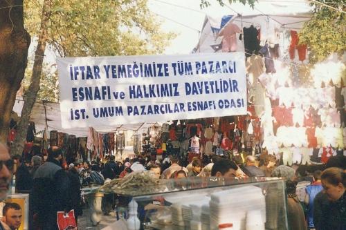 Tarihi Fatih Çarşamba Pazarında Toplu İftar